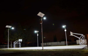 Postes Solares en Canchas y Jardines
