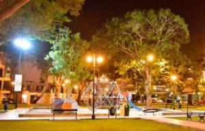 Postes Solares en Plazas y Parques